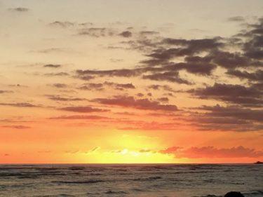 ワイキキで夕日を見るならココ!「ザ・ビーチ・バー」in モアナサーフライダー
