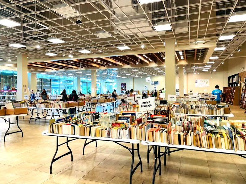 ビレッジ・ブックス&ミュージック(Village Books&Music)売り場