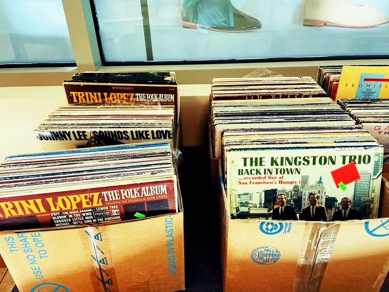 ビレッジ・ブックス&ミュージック(Village Books&Music)レコード