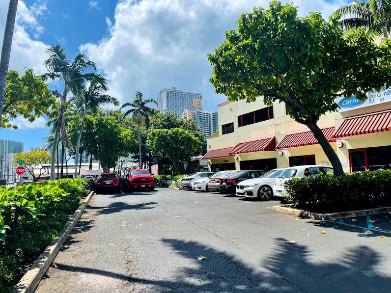 ブックオフハワイ・駐車場