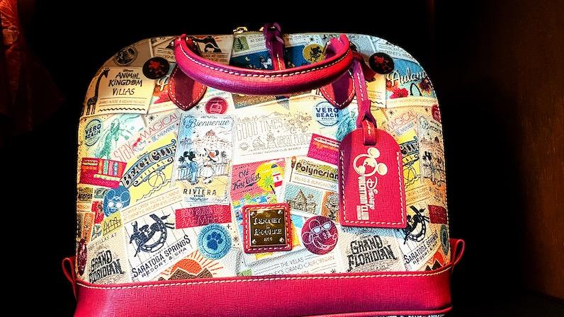 アウラニ「ハレマヌ」のミッキーのバッグ