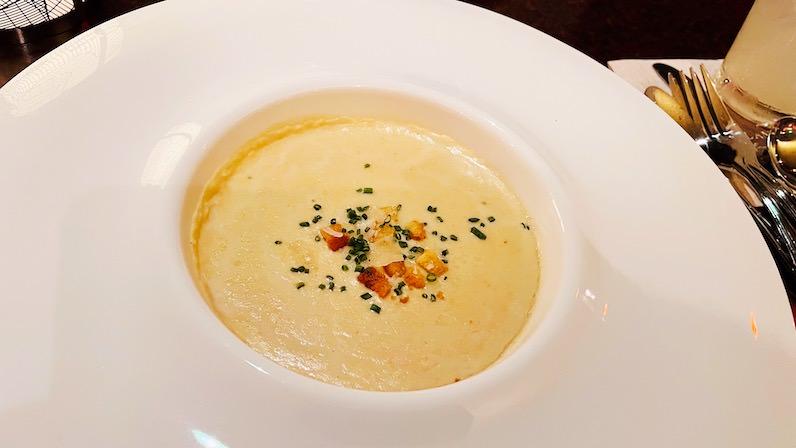 アウラニ・ディズニー・リゾートのレストラン「マカヒキ」のコーンスープ