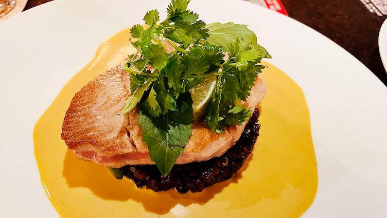 アウラニ・ディズニー・リゾートのレストラン「マカヒキ」の本日の魚「アヒ」