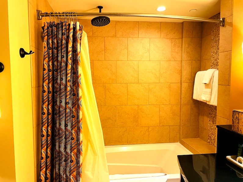 アウラニ・ディズニー・リゾートの部屋の風呂