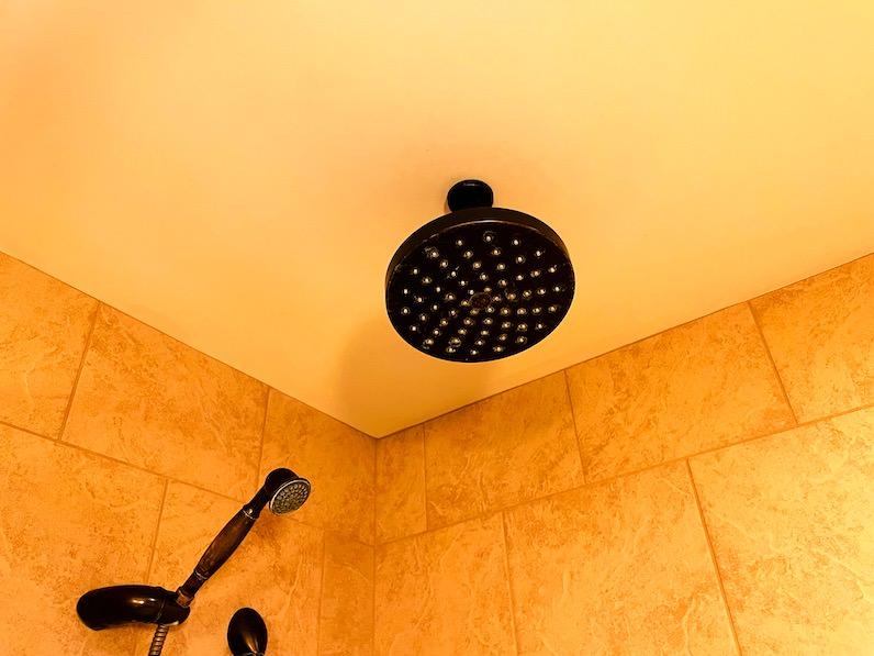 アウラニ・ディズニー・リゾート天井のシャワー