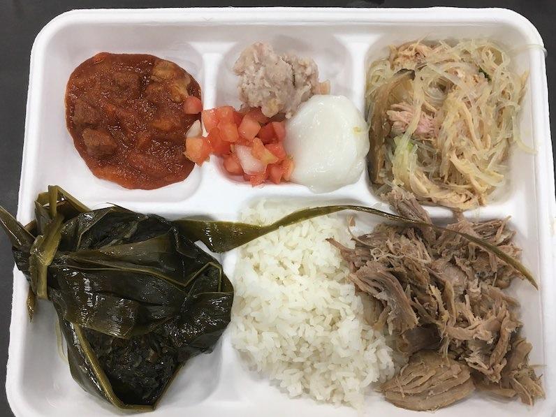ハワイの伝統料理ラウラウ、カルアピッグなど